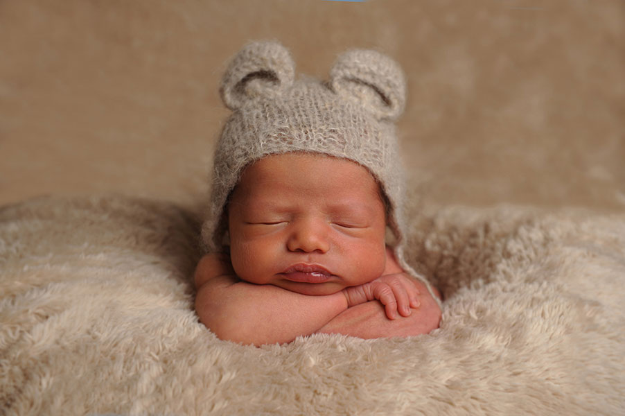 Newborn Photographers in Worcestershire - 008 v2